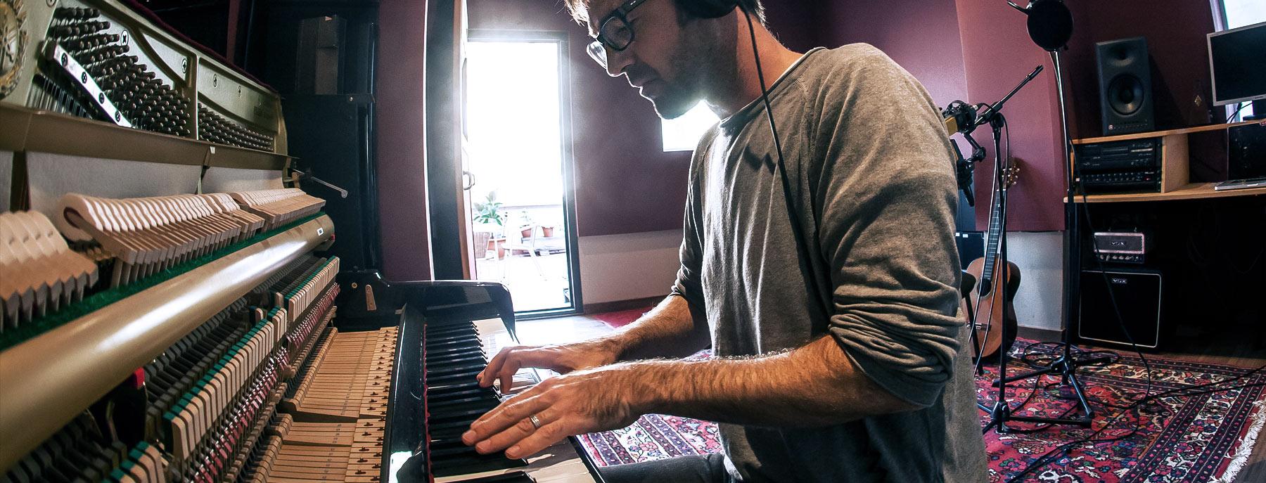 Simon Smith - Film Composer and musician, Barcelona